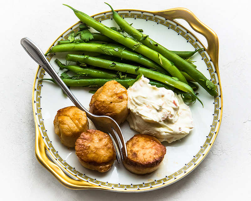Pan Seared Scallops with Shallot Crème Fraiche